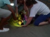 Fetita de 2 ani cazuta intr-o gura de canal de langa Parlamentul R. Moldova. Groapa, \