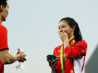 A luat argintul olimpic la sarituri in apa, dar adevarata surpriza a venit pe podium. De ce a izbucnit sportiva in lacrimi