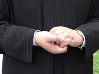 Un preot a bătut un polițist din Timiș care voia să-l amendeze pentru o parcare