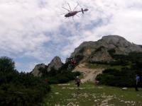 O femeie a murit după ce a căzut într-o prăpastie din Munţii Piatra Craiului