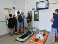 Pacienți aduși cu targa la ghișeele Casei de Sănătate Bihor. Premierul cere demiteri
