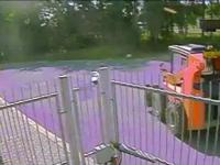 Copil de 8 ani, surprins conducând un mini-buldozer: \