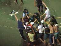 Pistoalele celor doi jandarmi bătuți în Piața Victoriei au fost furate. Apelul MAI