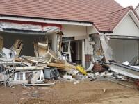Românul care a distrus cu excavatorul cinci case noi, în UK, era nervos pentru că nu și-a primit salariul