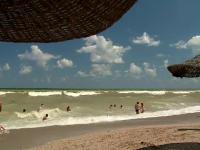 Tânăr înecat pe plajă, într-o groapă pe care a săpat-o singur în nisip