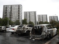 Arestări în Suedia. 100 de maşini au fost incendiate