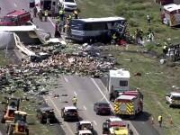 Accident cu cel puţin 7 morţi, după ce un autocar s-a ciocnit cu un TIR. Printre victime ar fi şi copii