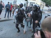 """VIDEO. Femeie lovită cu pumnul de un poliţist în Rusia. """"Nu puteam să mai respir"""""""
