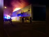 Momentul când angajaţii clubului care a ars în Mamaia sar pe geam.