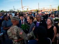 Momente emoționante la înmormântare. Sute de oameni au venit, deși nu o știau pe cea care murise