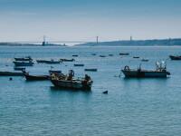 Şapte persoane au fost salvate de la bordul unui pescador în derivă, în Marea Neagră