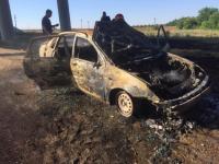 Un tânăr și-a dat foc în mașină, din cauza tatălui său. Și-a filmat mesajul de adio