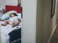 """Detaliul șocant descoperit de un cuplu în camera bebelușului lor: """"Este ca Houdini"""""""
