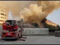 Incendiu puternic în Pitești. Flăcările, la un pas să se extindă la un bloc de locuințe
