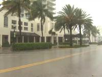 """Uraganul Isaias va ajunge la categoria 1. """"Ne place când plouă așa"""""""
