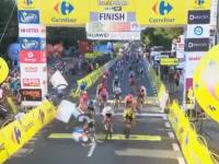 VIDEO. Accident șocant în Turul Poloniei. Un ciclist este în comă