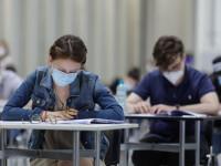Studiu: 6 din 10 părinți doresc ca elevii să înceapă şcoala în format clasic