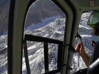 Un ghețar mare cât un teren de fotbal s-ar putea prăbuși la granița dintre Italia și Franța