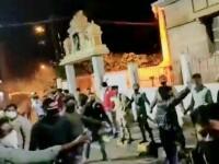 VIDEO. Proteste violente în India în urma unei postări pe Facebook. Două persoane au murit