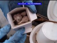 Furci, topoare și cuțite, descoperite de polițiști la traficanții de droguri. Unde era ascunsă heroina. VIDEO