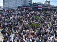 Mii de oameni au ieșit din nou în stradă la Minsk. Altar ridicat pentru tânărul care a murit la protestul de luni
