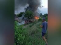 Incendiu puternic într-un cartier din Arad: 10 garaje au fost făcute scrum