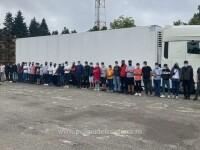 44 de migranţi, prinși în timp ce încercau să iasă ilegal din România într-un taxi și un camion