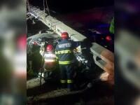 Doi adolescenți au murit în Timiș. Șoferul începător mergea cu viteză și a intrat într-un stâlp