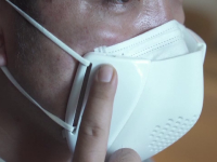 Invenție inedită. O companie a creat masca inteligentă, prin intermediul căreia oamenii se pot înțelege între ei