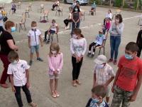 Zeci de elevi din Iași au văzut pentru prima dată cum arată o cabină de duș