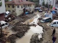 Inundaţiile au făcut prăpăd în nordul Turciei. Cel puţin șapte oameni au murit