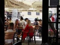 Reguli pentru cafenele şi restaurante: Dansul şi consumul de produse în picioare sunt interzise