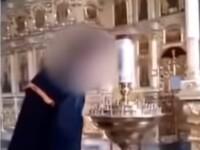 Dosar penal pentru că s-a filmat pe TikTok aprinzându-și țigara de la lumânare, în biserică