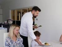 Alternativa la restaurante: Românii înstăriți cheamă bucătari acasă să le gătească