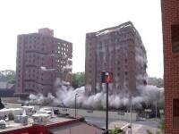 Două clădiri cu 14 etaje, demolate în câteva secunde, în Nashville, SUA