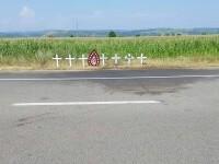 """""""Cea mai tristă imagine"""". Șapte cruci albe la locul accidentului înfiorător din județul Bacău"""