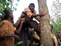 """Cum arată """"Mowgli"""" în viața reală. Are 21 de ani și poate supraviețui în junglă: """"Oamenii îl hărțuiesc"""""""