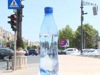 Apa depozitată în sticle de plastic, un pericol pentru sănătate. Avertisment din partea specialiștilor pentru zilele toride
