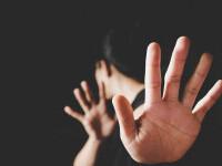 Orbit de gelozie, un bărbat din Vaslui și-a înjunghiat soția, prinsă în casa unui vecin. A fost arestat preventiv
