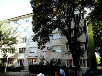 O fetiță de doi ani din Iași a căzut de la etajul 2, chiar sub ochii mamei sale. A scăpat aproape nevătămată