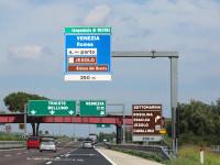 Un român a murit pe o autostradă din Italia. Soția lui era la volan și a adormit
