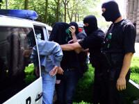 Descindere in forta in casa unor traficanti de droguri din Sibiu