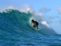 Surf extrem in Hawaii: valuri de 12 metri inaltime!