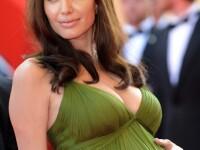 Angelina Jolie il santajeaza pe Brad Pitt cu copilul numarul 7?