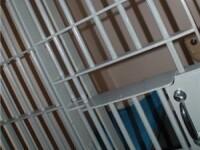 A injunghiat un om ca sa se intoarca la inchisoare: