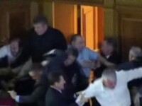 Bataie in Parlamentul de la Kiev! Si-au dat cu scaunele in cap! Video