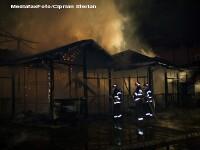 Un bloc minier a ars din temelii in Arges. Locatarii au scapat cu viata