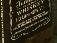 Vindeau whiskey la jumatate de pret, dupa ce ii pacaleau pe clienti ca e furat din Spania sau Italia