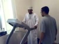 VIDEO viral. Ce pateste un arab care vrea sa exerseze pe o banda de alergat
