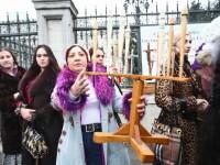 A vrut sa le interzica prin lege meseria. Un deputat rom a fost blestemat de vrajitoare la Parlament